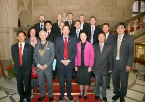 Meeting the President of the Chinese Olympic Committee and other guests in the Town Hall